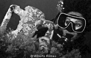 Portrait of she diver and an ancien anphora by Alberto Romeo 